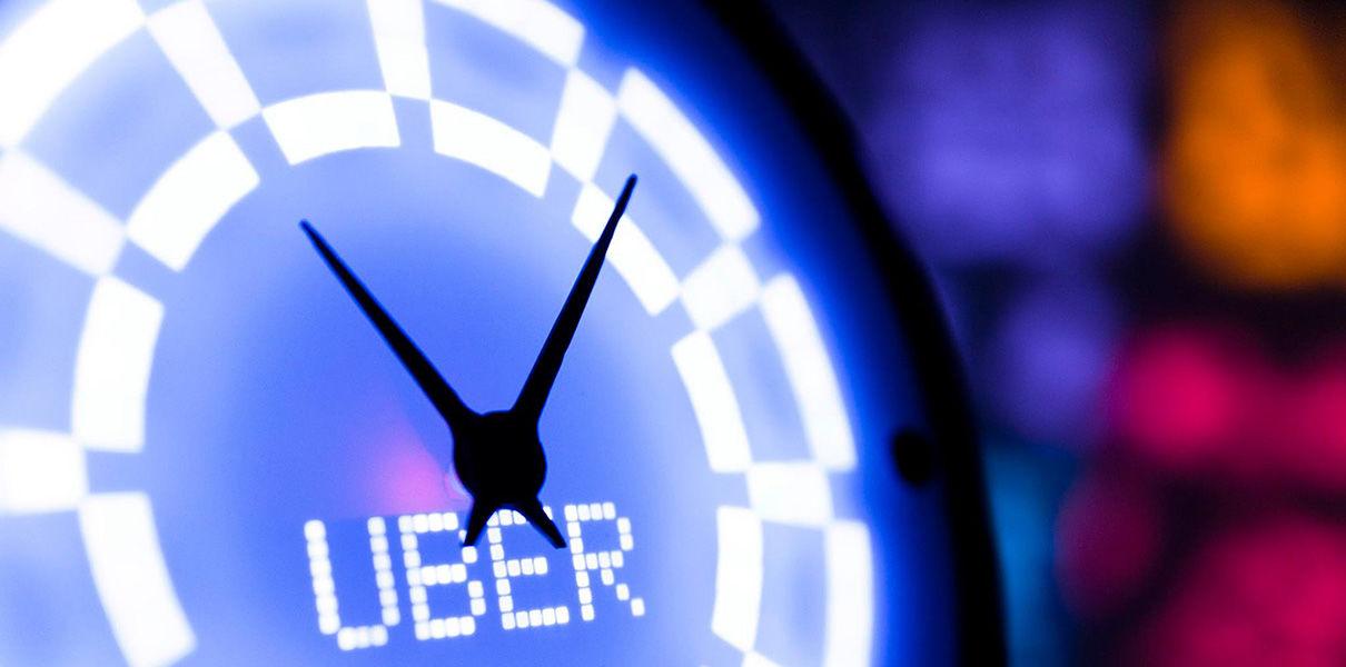 Для превращения часов в умный гаджет достаточно скачать специально разработанное мобильное приложение и указать интересующие сервисы.