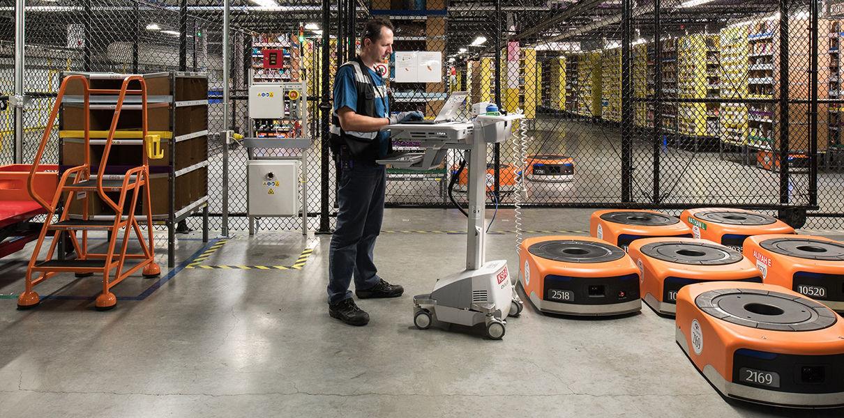 Роботы начали захватывать склады