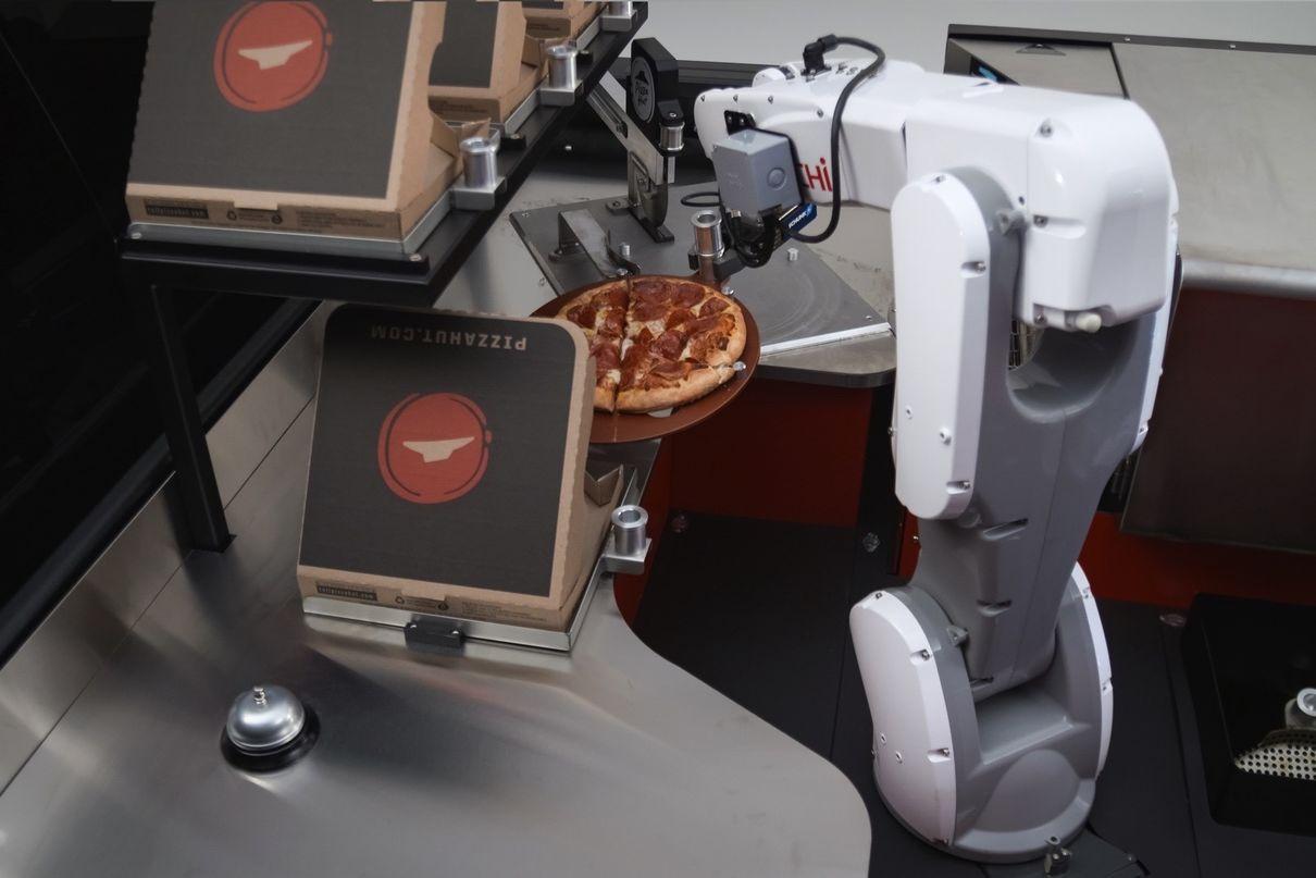 Роботы будут готовить пиццу прямо во время доставки