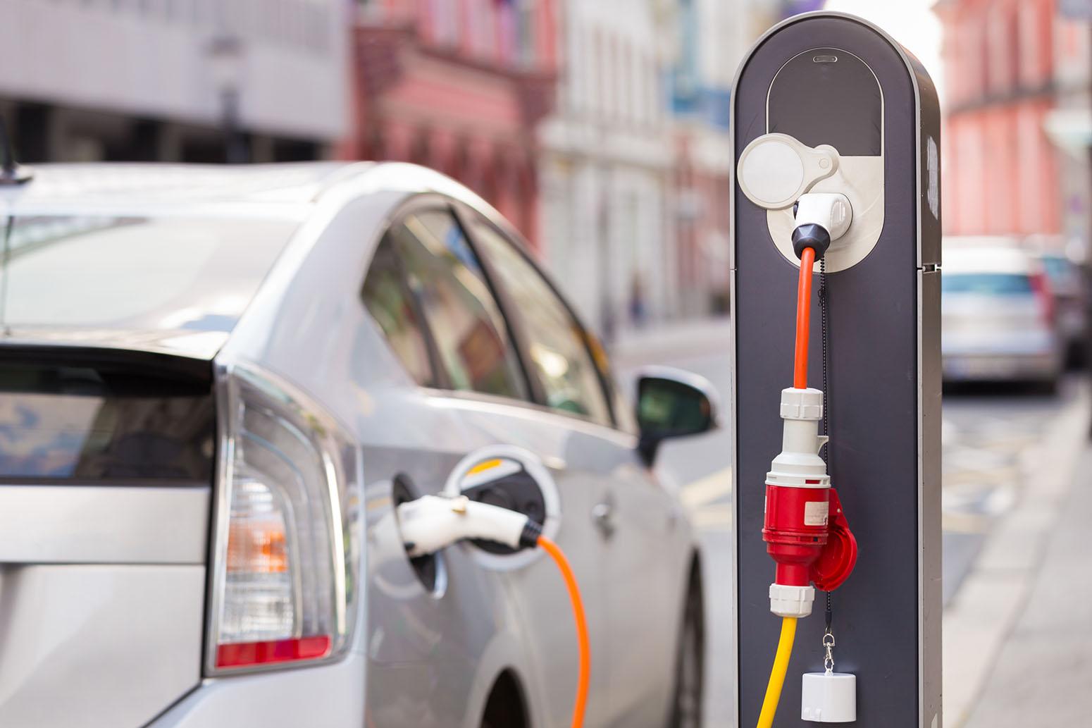 ВСША открыли самые быстрые станции зарядки для электромобилей
