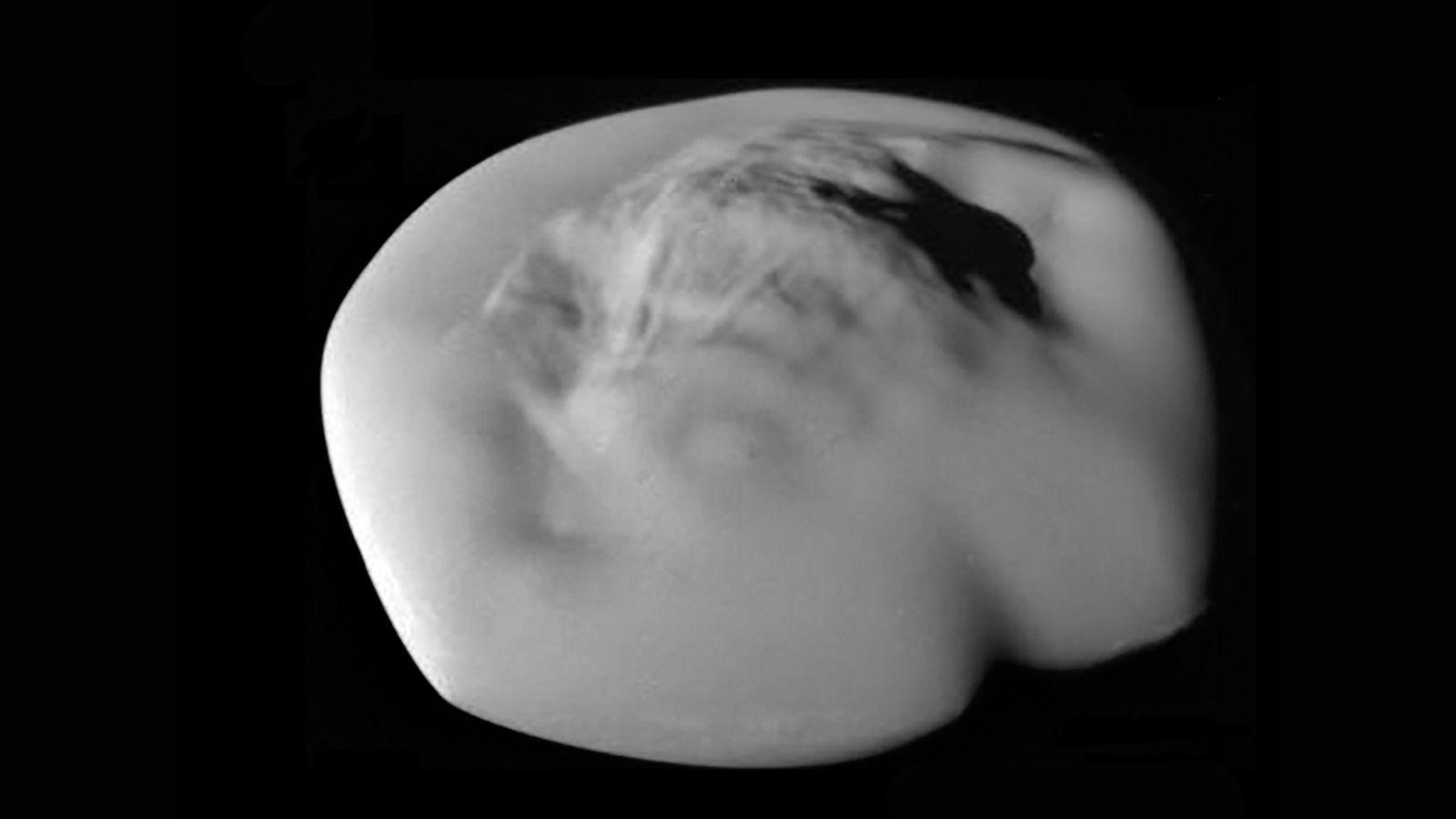 ВNASA пояснили, почему спутники Сатурна имеют форму пельменей