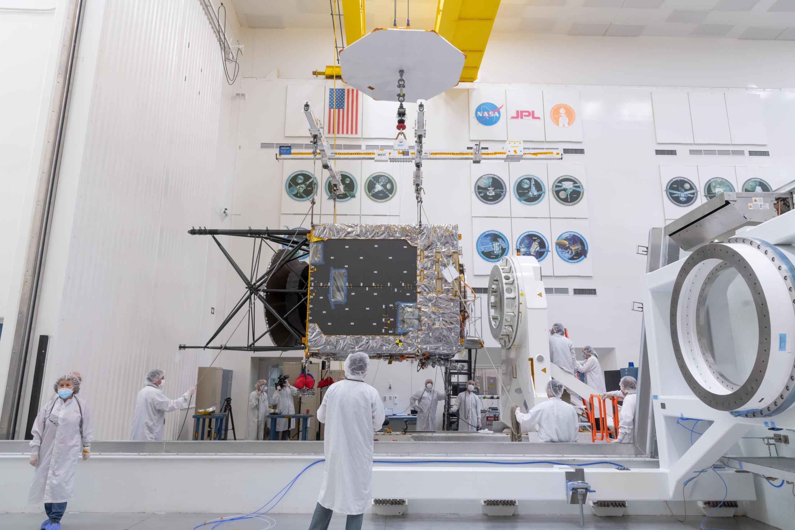 НАСА початок фінальну збірку космічного корабля для польоту на астероїд Психея