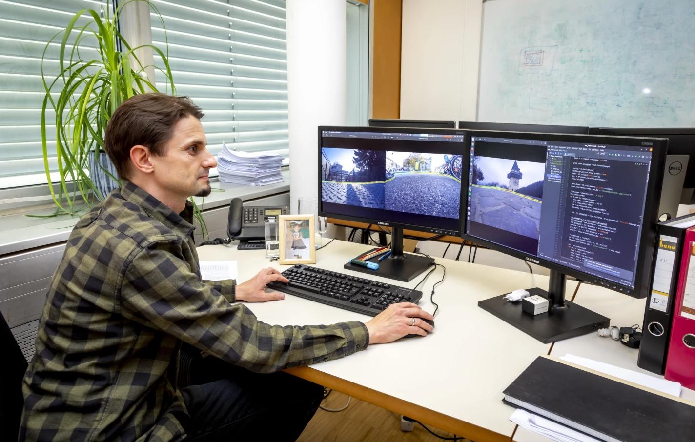 Черевики-поводирі попереджають сліпих про перешкоди за допомогою ультразвуку і камер