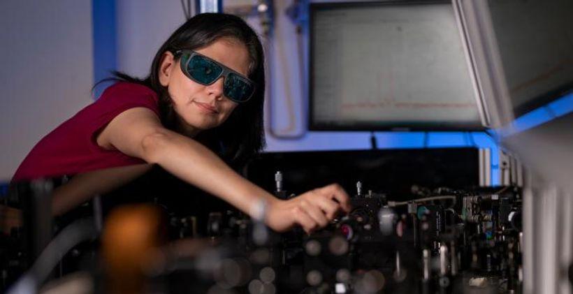 Нова технологія дозволяє бачити в темряві в будь-яких окулярах
