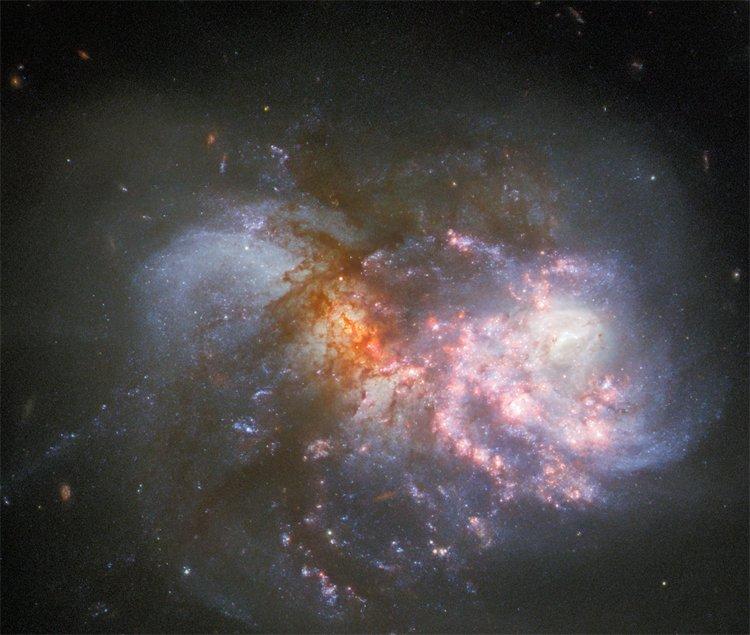 Подивіться на фінальну стадію злиття галактик